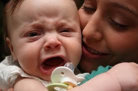 حلول لمعالجه بكاء الطفل